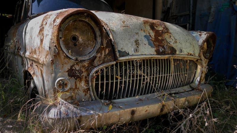 Rusty Opel abbandonato immagine stock libera da diritti