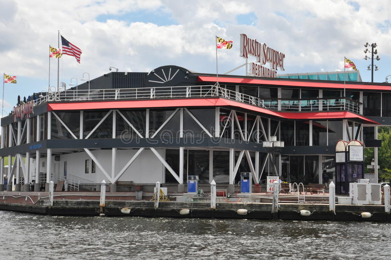 Rusty Scupper Restaurant & Antivari al porto interno a Baltimora, Maryland immagini stock