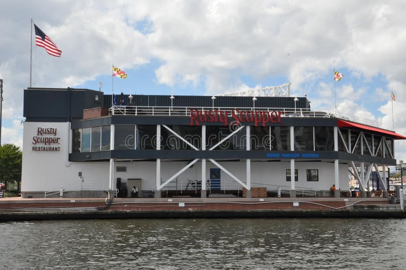 Rusty Scupper Restaurant & barra no porto interno em Baltimore, Maryland imagem de stock royalty free