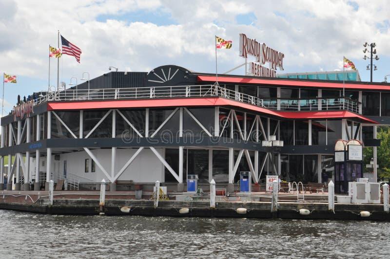 Rusty Scupper Restaurant y barra en el puerto interno en Baltimore, Maryland imagenes de archivo