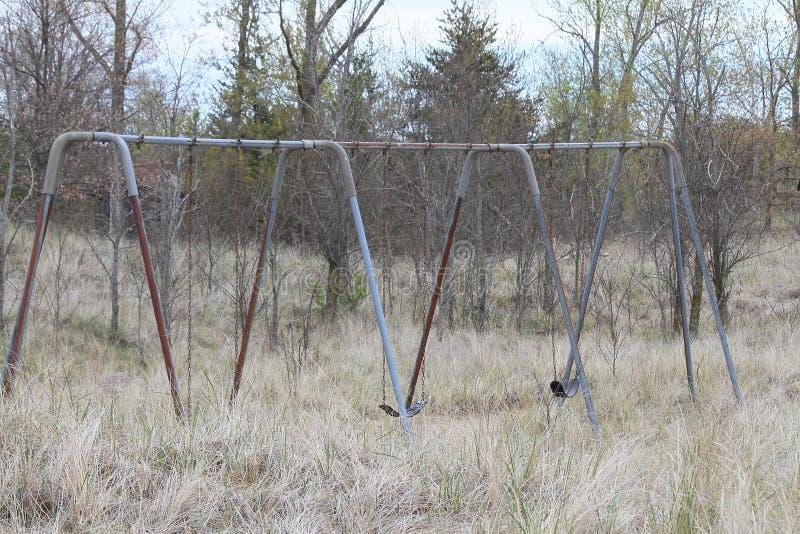 Rusty Swing Set parkerar in royaltyfri bild
