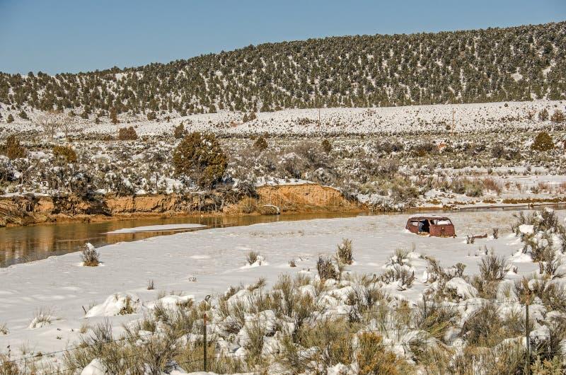 Rusty Vehicle Parts im Schnee lizenzfreies stockfoto