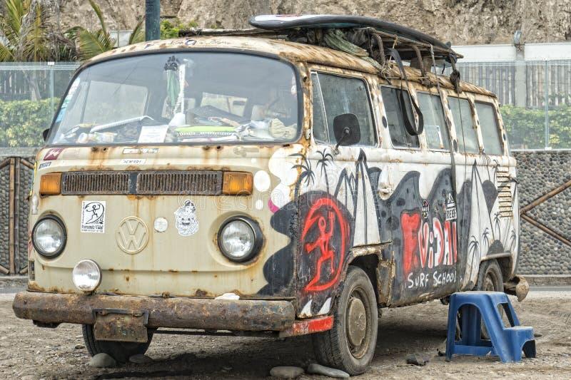 Rusty Volkswagen-bestelwagen stock afbeeldingen