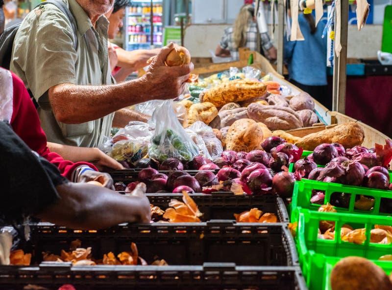 Rustys marknad i i stadens centrum rösen royaltyfri bild