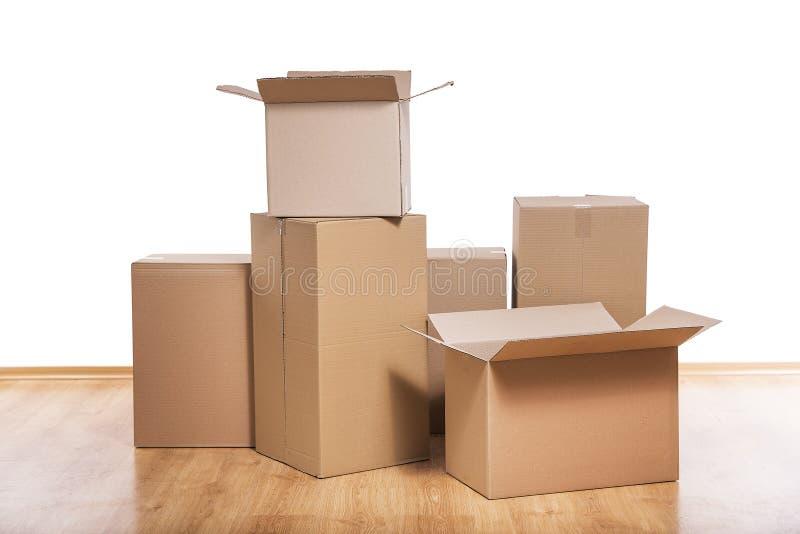 Ruszać się pudełka na podłoga obrazy royalty free