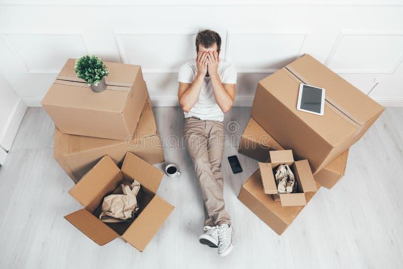 Ruszać się w nowego dom może być stresujący zdjęcie stock
