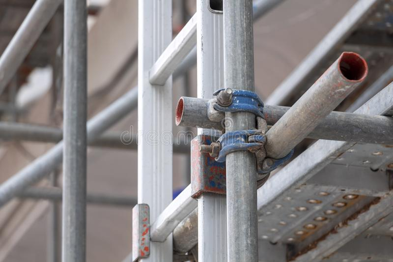Rusztowania budowlane jako konstrukcja tymczasowa dla bezpieczeństwa podpory na budowie dla nowego budynku i platformy dla fotografia royalty free