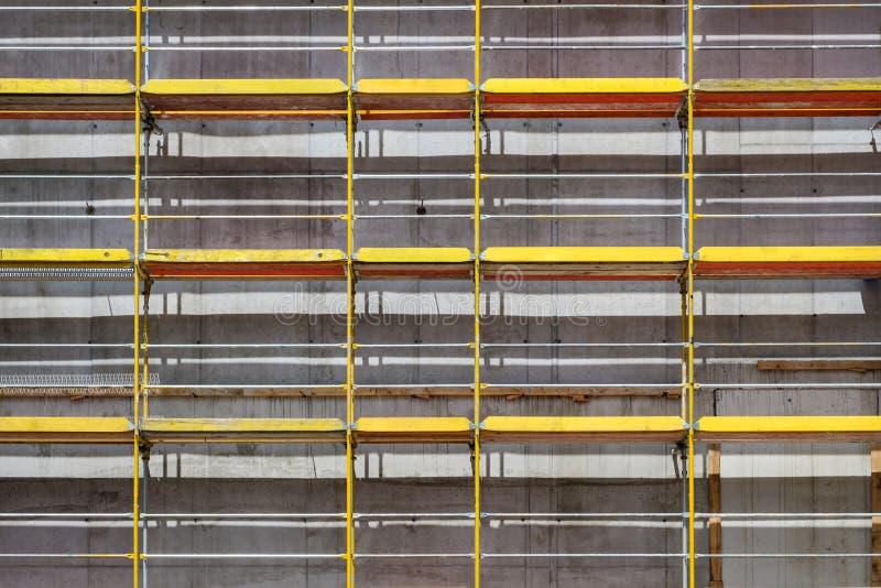 Rusztujący na nowej budynek fasadzie, budowa z fram obrazy stock
