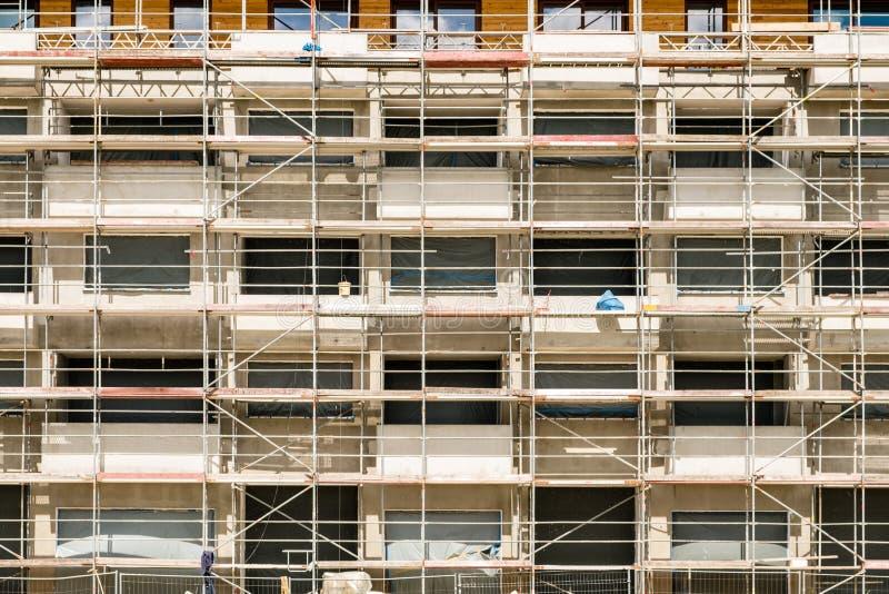 Rusztujący na nowej budynek fasadzie, budowa z fram obrazy royalty free