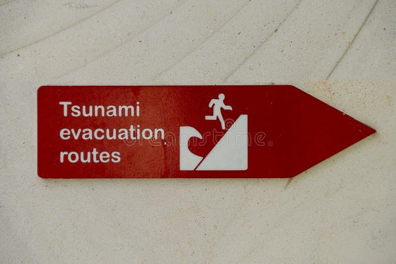 Ruta de la evacuación del tsunami fotos de archivo