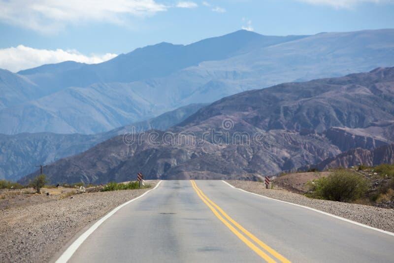 Ruta nacional 40 en la Argentina septentrional foto de archivo