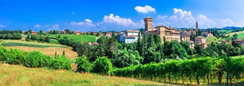 Ruta romántica de la vid con los castillos medievales en Italia Emiglia Romagna fotos de archivo libres de regalías