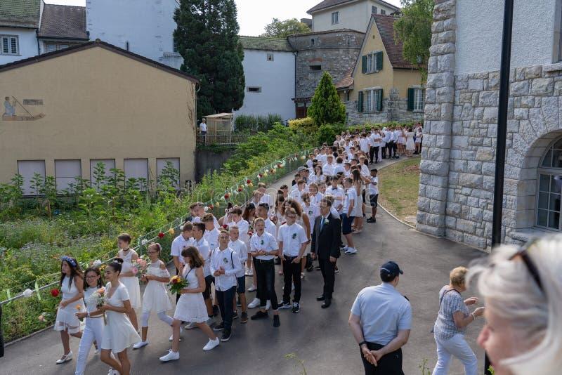 Rutenzug med skolbarn av Jugendfest Brugg Impressionen royaltyfri bild