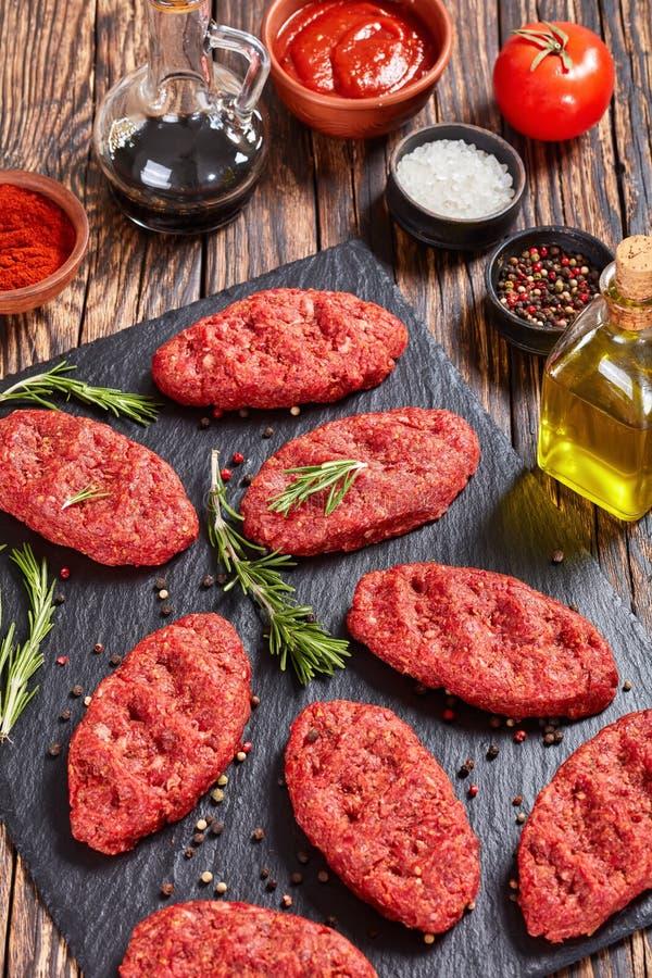 Ruw het rundvleeslapje vlees van Salisbury, hoogste mening stock foto's