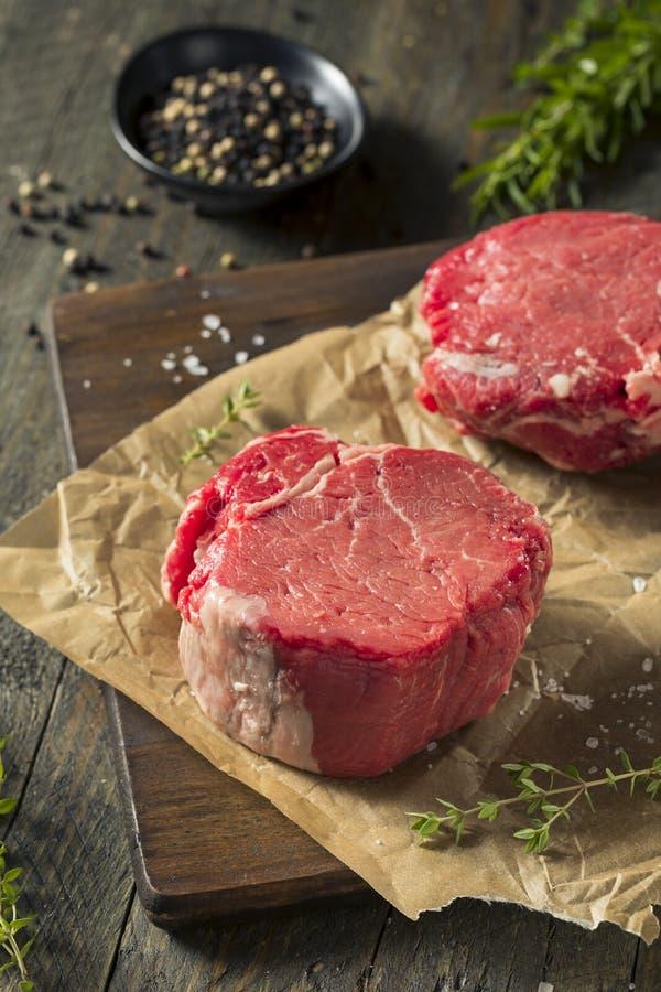 Ruw Organisch Gras Fed Filet Mignon Steak royalty-vrije stock afbeeldingen