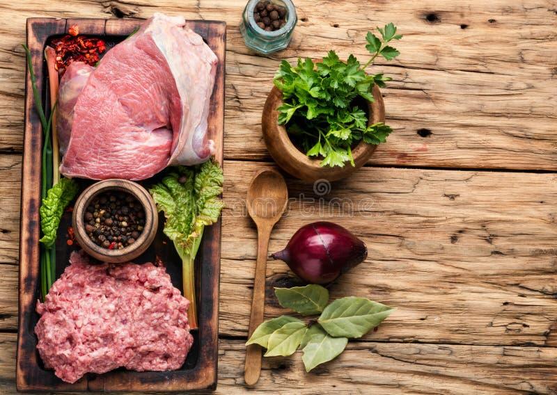 Ruw rundergehaktvlees stock afbeelding