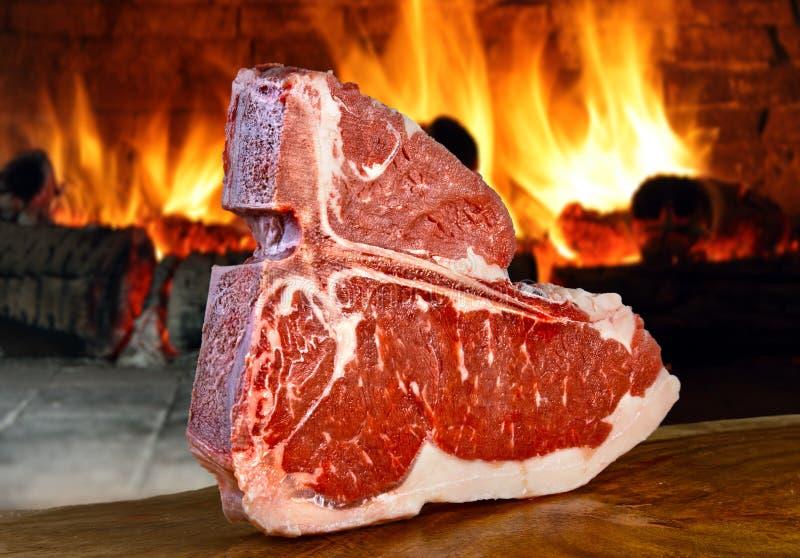 Ruw stuk van vlees stock afbeelding