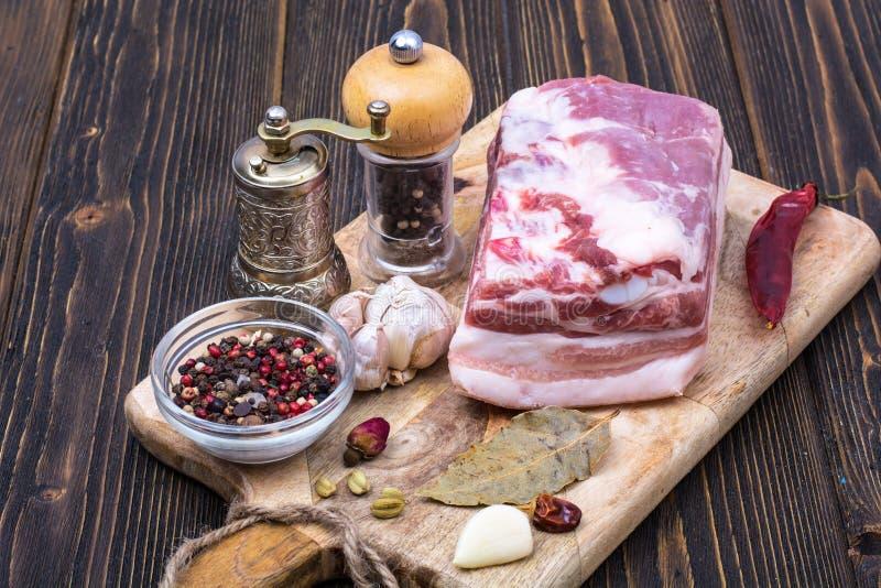 Ruw varkensvlees voor het inleggen stock afbeelding