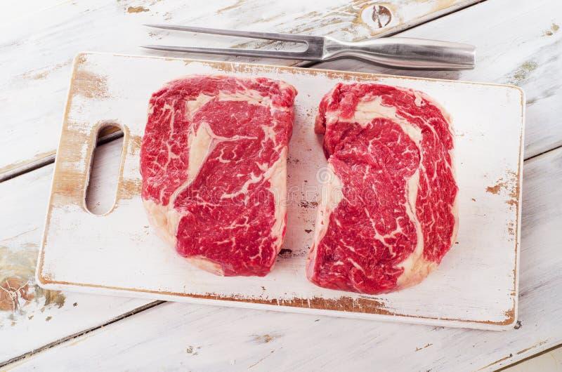 Ruw vers Ribeye-Lapje vlees stock afbeeldingen