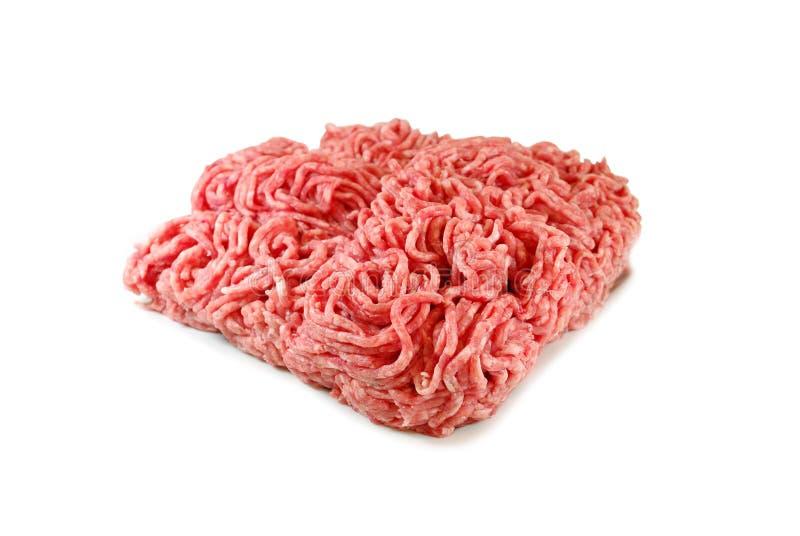 Ruw vlees Vers Fijngehakt die Varkensvlees in een Plaat op Witte achtergrond wordt geïsoleerd royalty-vrije stock afbeeldingen