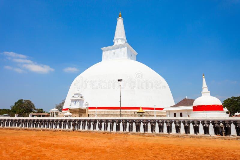 Ruwanwelisaya stupa在阿努拉德普勒,斯里兰卡 免版税库存照片