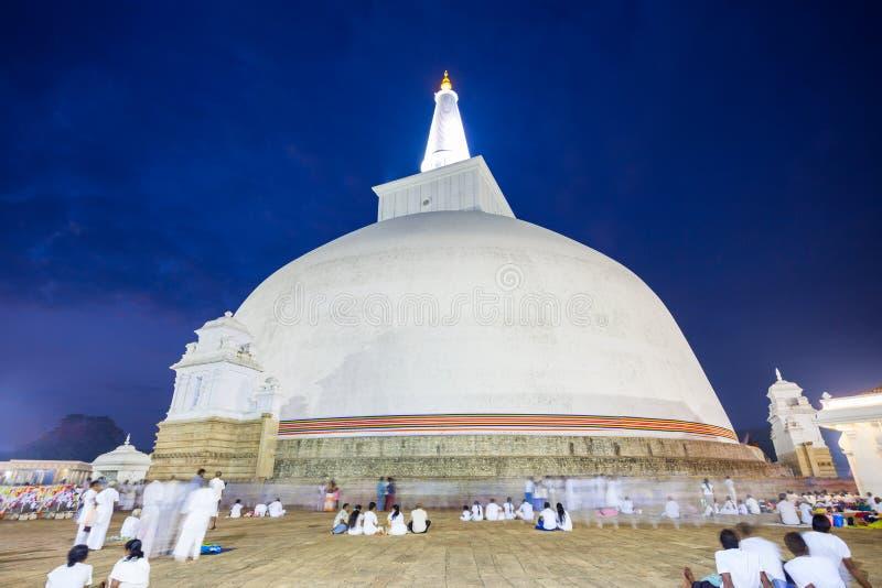 Ruwanwelisaya-stupa in Anuradhapura, Sri Lanka stockfotos