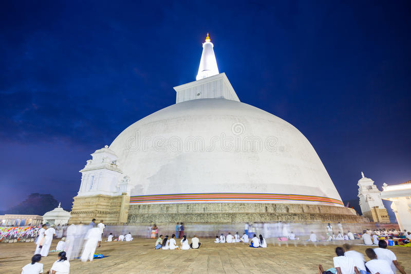 Ruwanwelisaya stupa w Anuradhapura, Sri Lanka zdjęcia stock