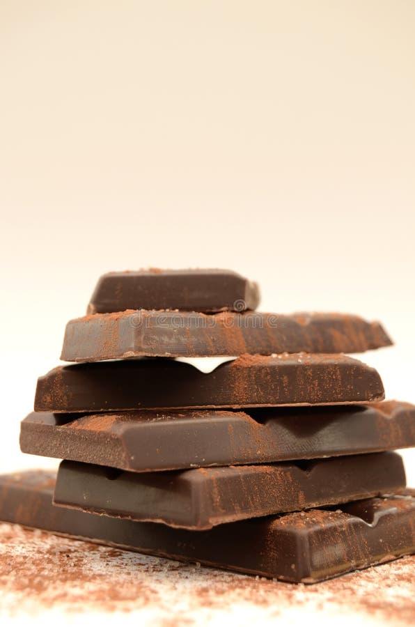 Ruwe Besnoeiingsbrokken van Chocoladereep royalty-vrije stock fotografie