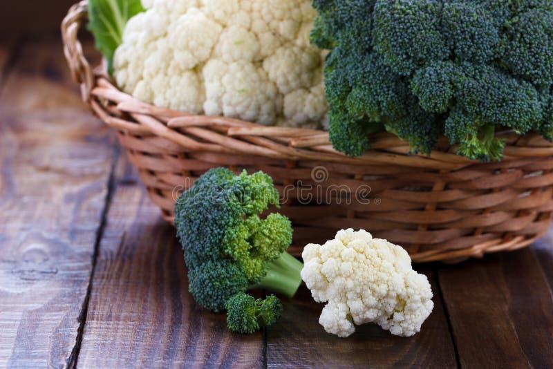 Ruwe bloemkool en broccoli royalty-vrije stock afbeelding