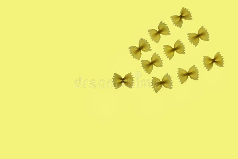 Ruwe deegwaren farfalle royalty-vrije stock fotografie