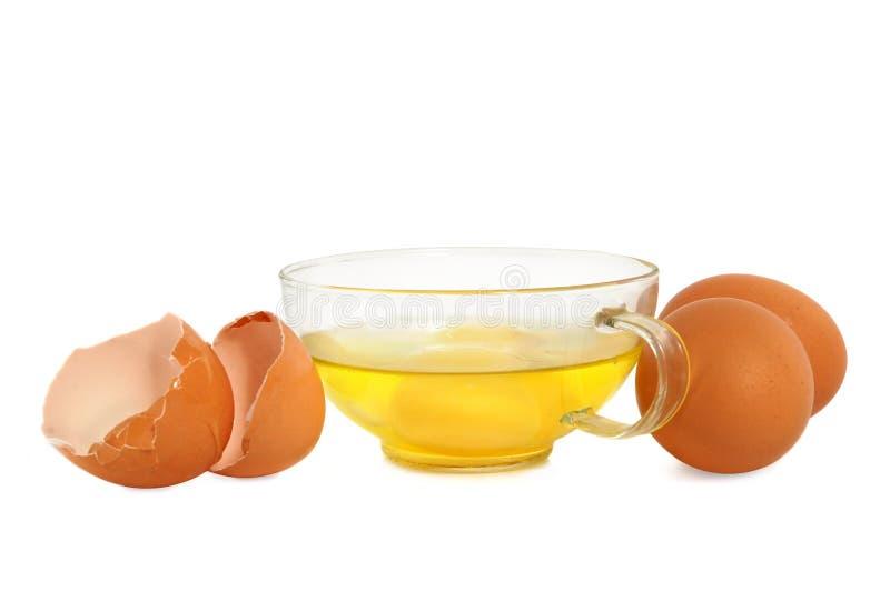 Ruwe eieren in een glaskop royalty-vrije stock fotografie