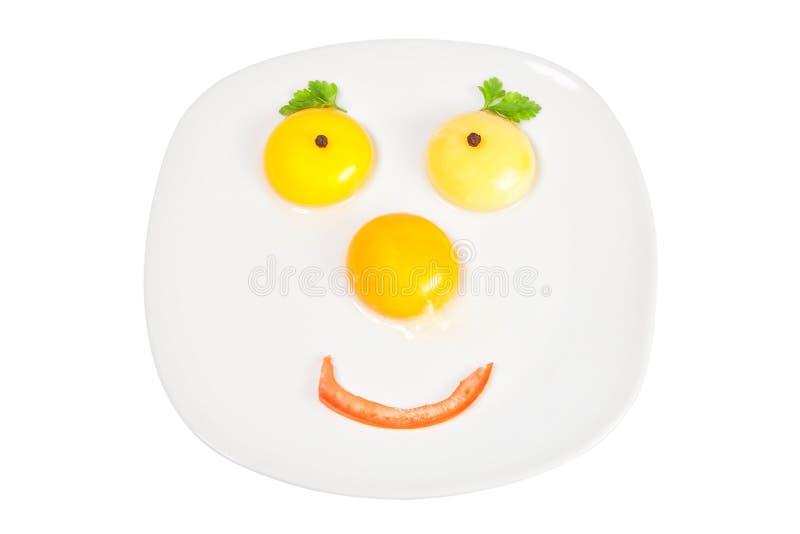 Ruwe eieren in een kom in de vorm van het gezicht. royalty-vrije stock fotografie