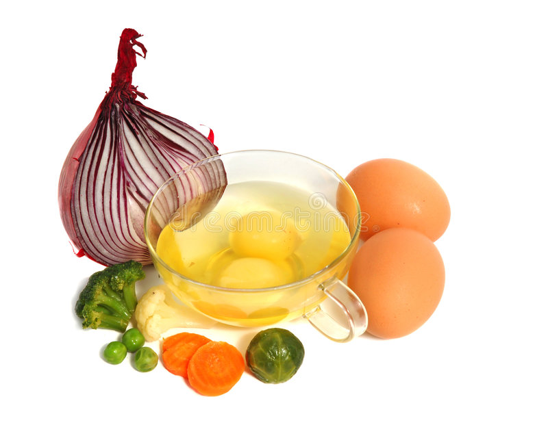 Ruwe eieren en verschillende groenten stock afbeelding