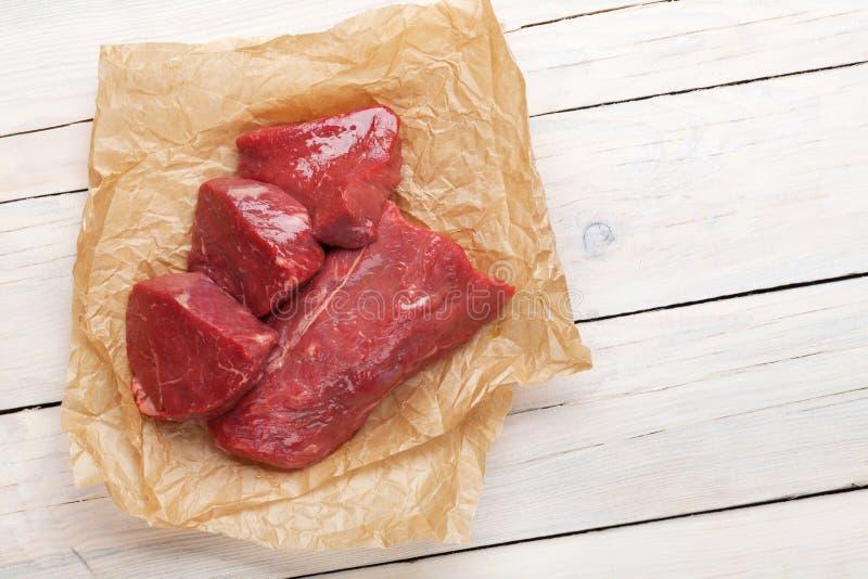 Download Ruwe Het Lapje Vleesstukken Van Het Filetrundvlees Stock Afbeelding - Afbeelding bestaande uit hout, besnoeiing: 54086641