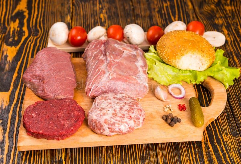 Ruwe ingrediënten voor sandwich het maken royalty-vrije stock afbeeldingen