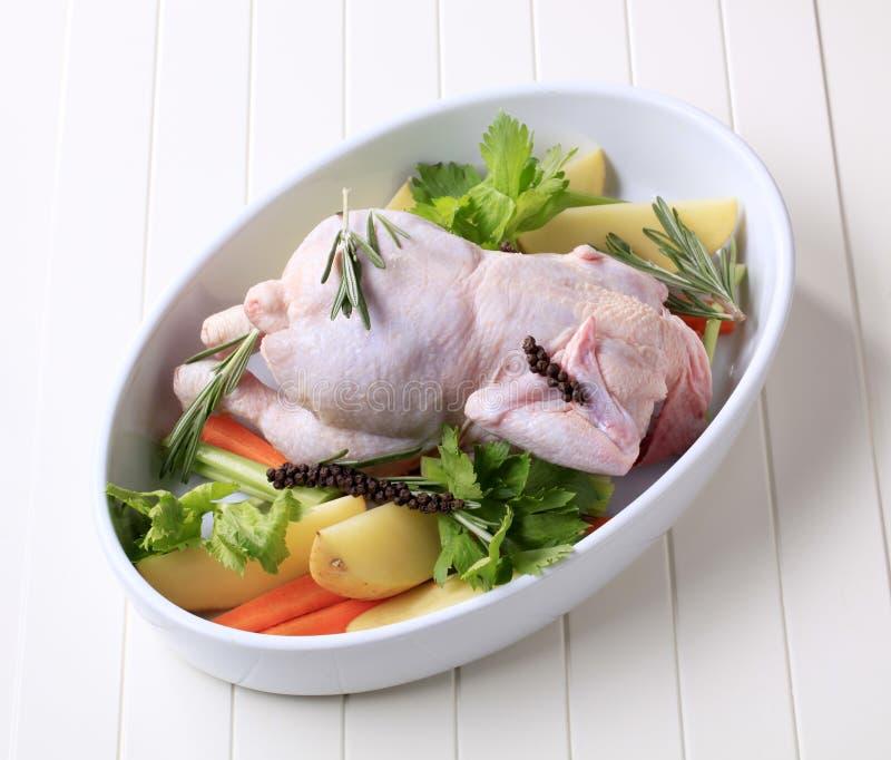 Ruwe kip en groenten royalty-vrije stock afbeeldingen