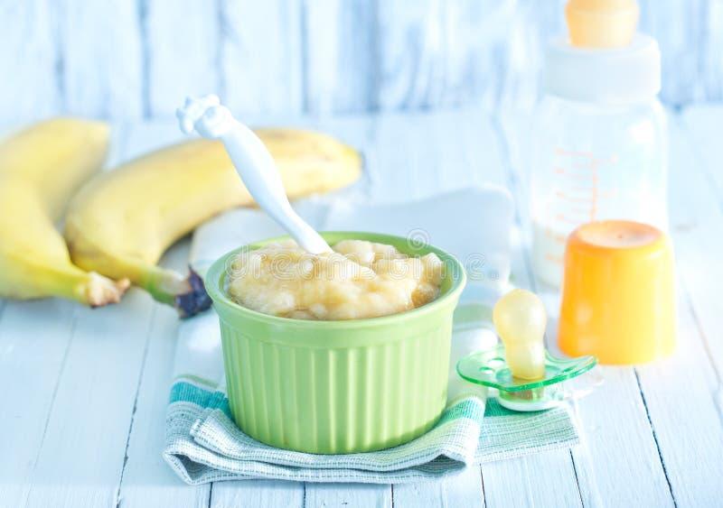 Ruwe macaroni op witte achtergrond royalty-vrije stock afbeelding