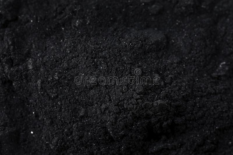 Ruwe Organische Zwarte Geactiveerde Houtskool stock foto