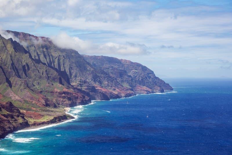 Ruwe randen en stranden op de Kust van Na Pali stock afbeelding
