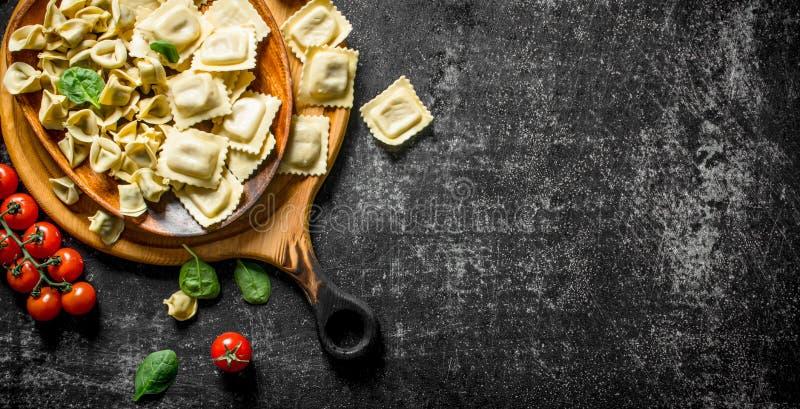 Ruwe ravioli en Bol royalty-vrije stock foto