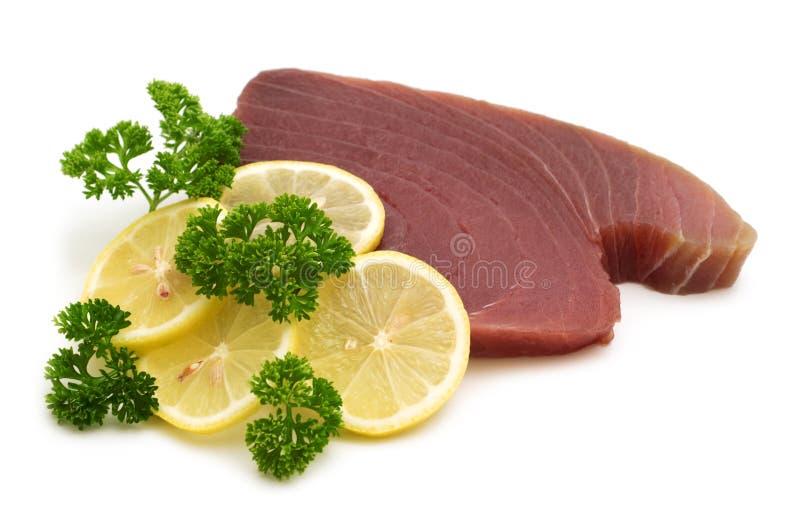 Ruwe tonijnlapjes vlees stock foto's