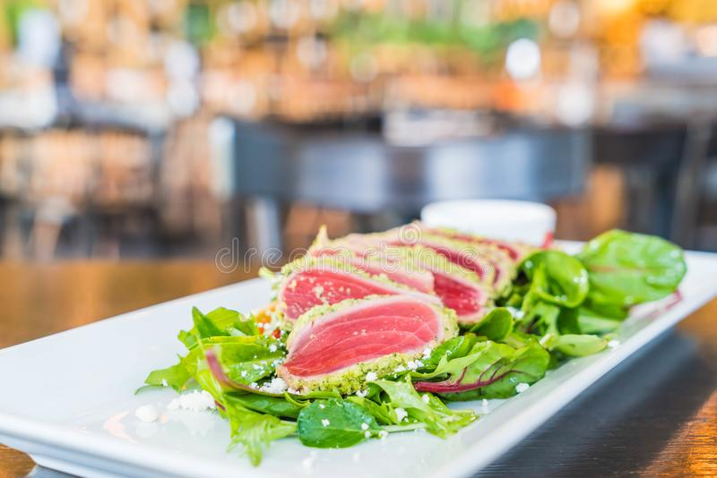 Ruwe tonijnsalade royalty-vrije stock foto's