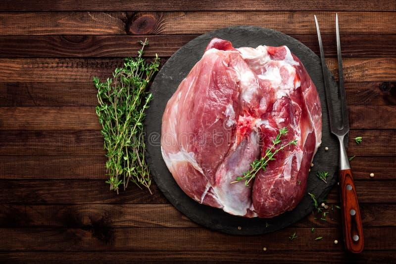 Ruwe verse besnoeiing van vlees royalty-vrije stock afbeeldingen