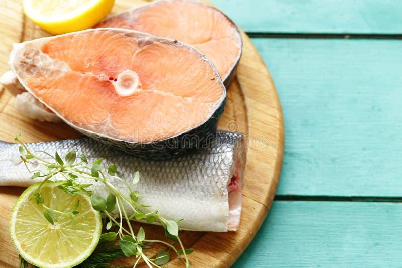 Ruwe vissen overzeese baarzen en zalm royalty-vrije stock foto