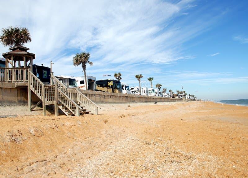 Rv dat op het strand Florida kampeert royalty-vrije stock afbeeldingen