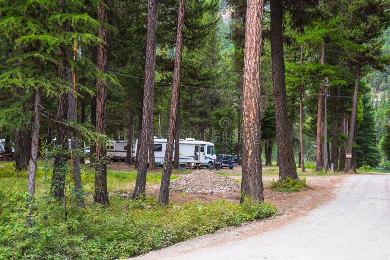 Rv die in Bebost Kampeerterrein kamperen royalty-vrije stock afbeeldingen