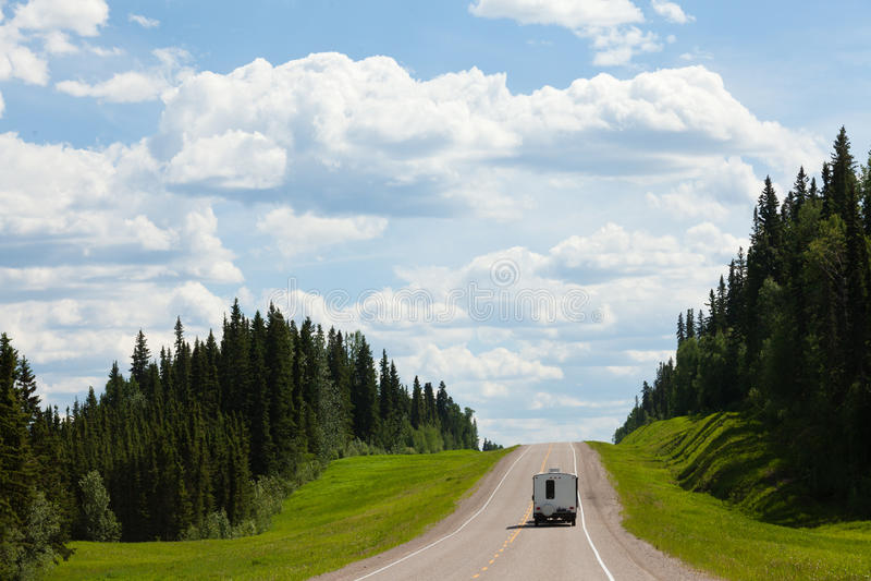 RV kör Alcan det södra fortet Nelson F. KR. Kanada royaltyfri bild