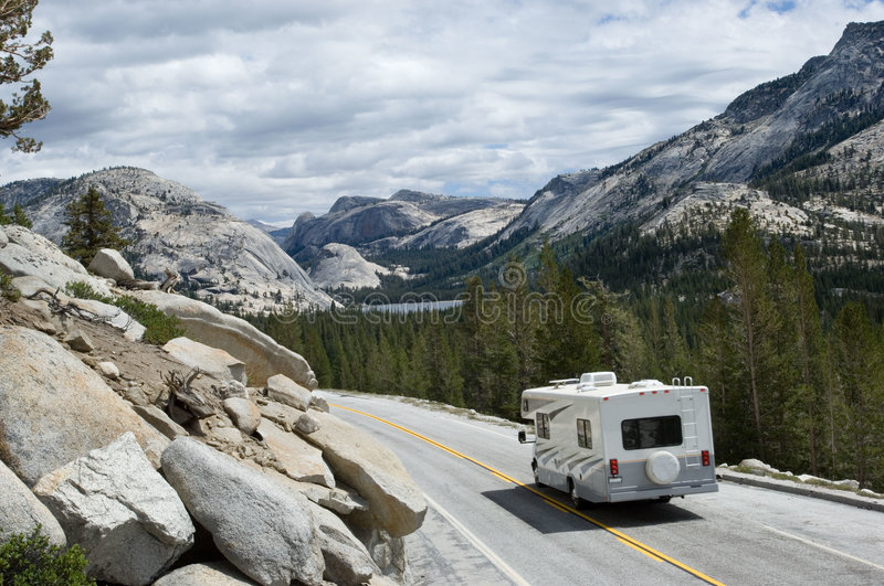 RV in Yosemite lizenzfreie stockfotos