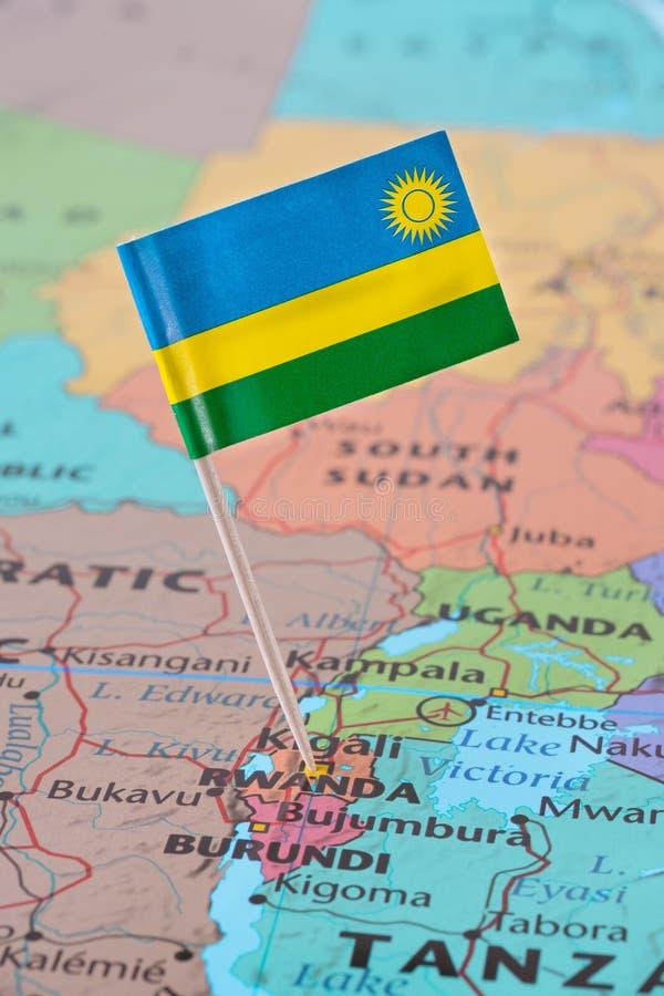 Rwanda flaga szpilka na mapie zdjęcia stock
