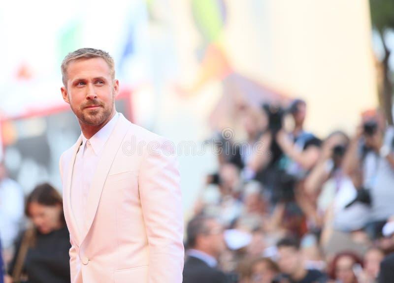 Ryan Gosling cammina il tappeto rosso fotografia stock libera da diritti